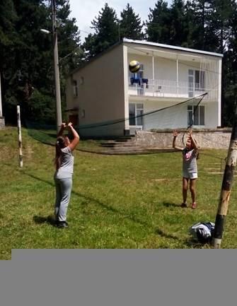 Летният ученически лагер в село Панагюрски колонии отвори врати