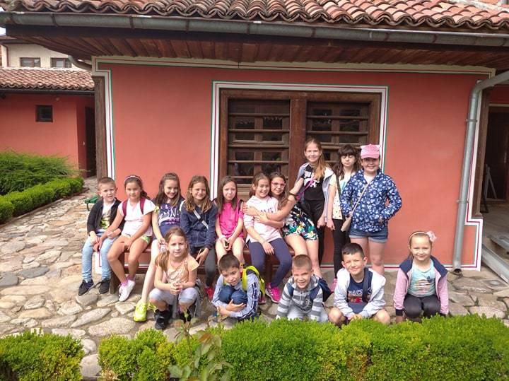 Летните занимания по интереси за децата и учениците в община Панагюрище продължават