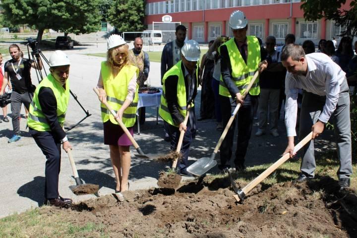 Стартираха най-мащабните ремонтни дейности в сферата на образованието в Панагюрище