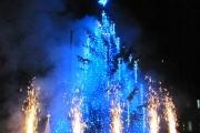 С празнични илюминации, музикални поздрави и коледно-новогодишни пожелания бяха запалени светлините на Коледната елха в Панагюрище